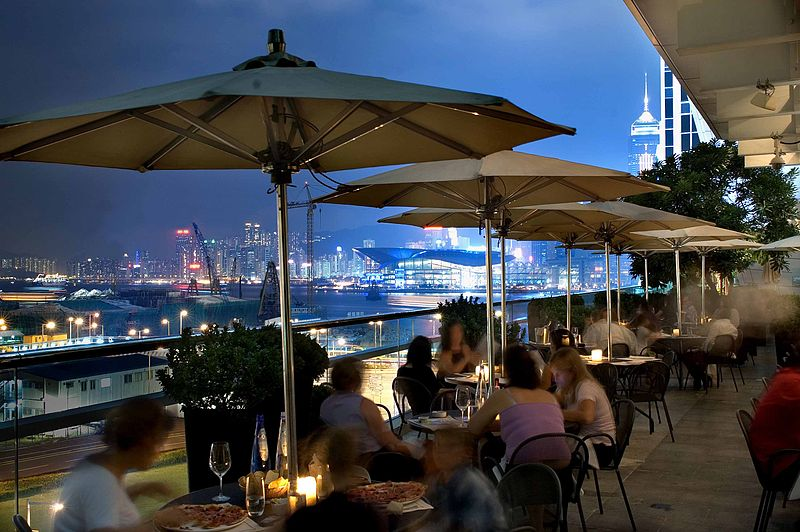 Isola Bar and Grill in IFC Mall Hong Kong terrace - ATmag